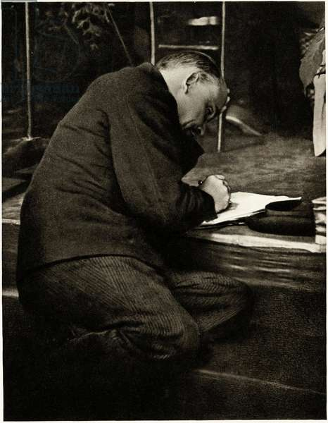 Lenin (Vladimir Ilyich Ulyanov said, 1870-1924) at the foot of the podium, takes notes during a session of the Third Congress of the Communist International, Moscow, June-July 1921 -