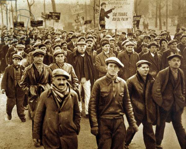 """Demonstration of the unemployed of Seine and Oise and Seine Saint Denis - in """""""" Vu"""""""" of December 1932"""