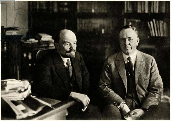Lenin (Vladimir Ilyich Ulyanov said, 1870-1924) with American economist Parley Parker Christensen (1869-1954), in his work cabinet in the Kremlin, Moscow, 28 November 1921 -