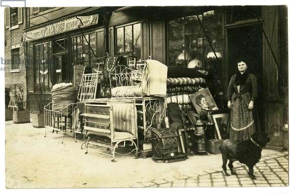 Postcard depicting the storefront of Berthoux Broncanteur, 23 Boulevard de Vaugirard, Paris