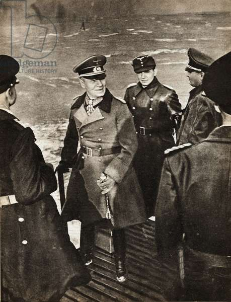 """General Erwin Rommel (1891-1944), at the mouth of Scheldt, embarked in an outpost canoe, appointed in charge of the Atlantic Wall, made his inspection tour to the west, on the Belgian and Neerlandese coasts - Photography in """""""" die Woche"""""""" 2/02/1944 - Selva Collection"""