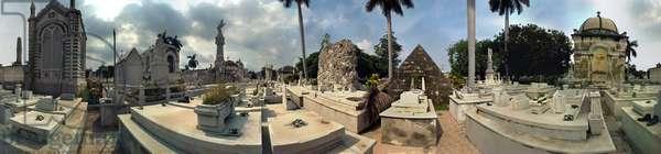 Christopher Columbus Cemetery, Havana. Panoramic 360 degrees by Leonard de Selva, Cuba, 2001.