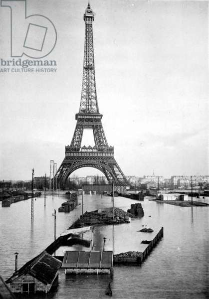 The Eiffel Tower feet in the water during the floods of 1910