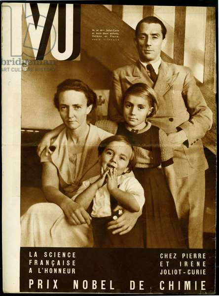 Portraits of Jean Frederic Joliot-Curie (1900-1958) and Irene Joliot Curie (1897-1956), with their children, Helene and Pierre, while he has just received the Nobel Prize in Chemistry, photograph for the fourth cover of the weekly VU, director Lucien Vogel, number 401, date 20/11/1935. Selva Collection.