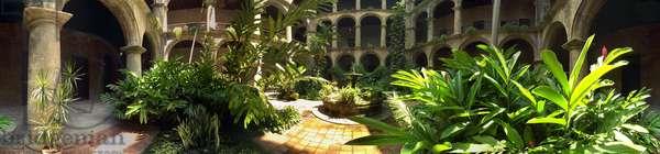 The cloister of the monastery of San Francisco de Asis, Havana. Panoramic 360 degrees by Leonard de Selva, Cuba, 2001.