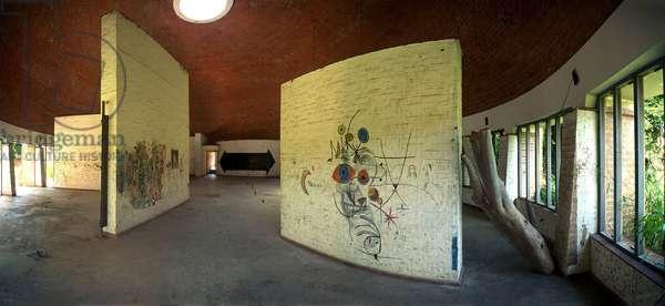 Wall decorations of the Havana School of Decorative Arts. Photograph by Leonard de Selva, Cuba, 2001.