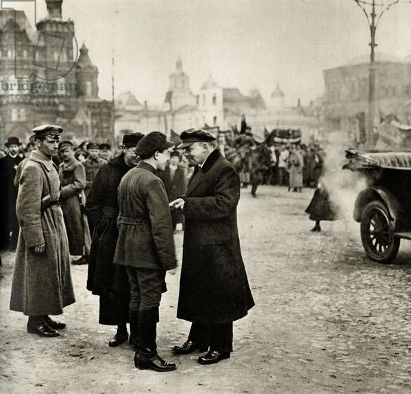 Lenin (Vladimir Ilyich Ulyanov said, 1870-1924) talks with the secretary of the Moscow Committee of the Communist Party, Vladimir Zagorsky, during the May 1, 1919 demonstration in Red Square, Moscow -