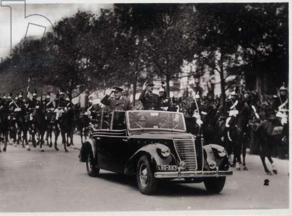 Paris: Churchill and de Gaulle on the Champs-Elysées, 1944
