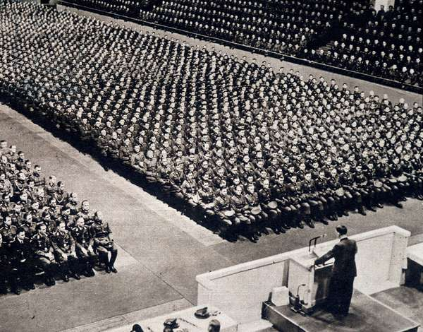 """Adolf Hitler (1889-1945) giving a speech to young officers - in """"Die Woche"""""""" of 27/01/1943."""