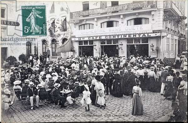 Saint-Malo: Place Chateaubriand, Café Continental.