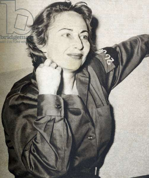 "Violeta Casals (1916-1992), a Cuban actress, she entered the revolutionary army struggle under the Batista dictatorship. Photograph, in """" Bohemia"""", January 18-25, 1959, Cuba."