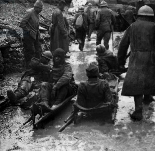 First World War, rescue post in the trenches of the French Armee. Photography, 1914-1918, Paris.
