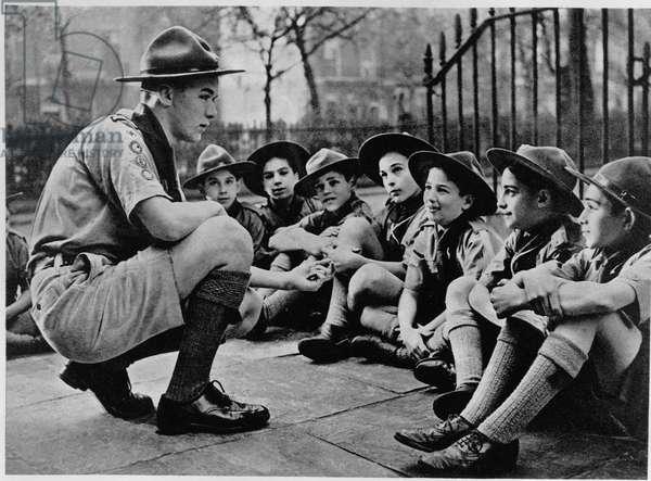 """Un chef scout en 1941- in """"Boys Scouts"""" by E.E Reynolds, ed. 1944, coll. M de la Villeon."""
