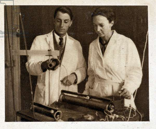 The couple Joliot-Curie in their laboratory in 1935.