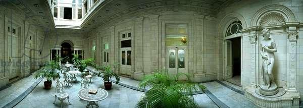 Prado No 212, dining room of Casa Jose Miguel Gomez, Havana. Photograph by Leonard de Selva, Cuba, 2001.