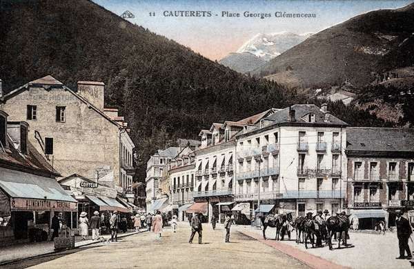 Cauterets: Place Georges Clemenceau - Postcard, beginning XXth century