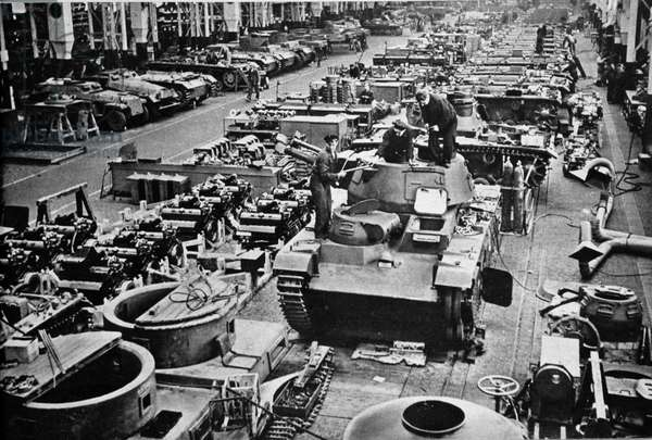 """Tank production line in a German factory - in """""""" Die Woche"""""""" of 27/1/1943."""