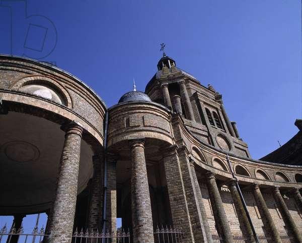Baroque architecture: Church of Saint Didier (17th century). Asfeld, Ardennes (08).