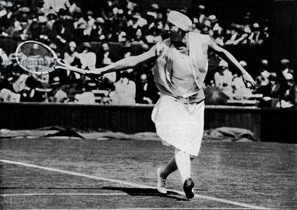 "Le revers de Suzanne Lenglen - in """" Lacoste on tennis"""" by R. Lacoste, London 1931, ed. J. Burrow."