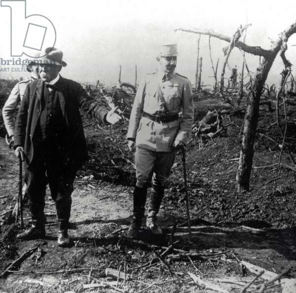 First World War 1914-1918: Clemenceau and his son in the ravine of Hardecourt.