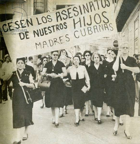 "Manisfestation of Cuban mothers to stop the killings of their sons during the Cuban revolution. Photograph, in """" Bohemia"""", January 11, 1959, Cuba."