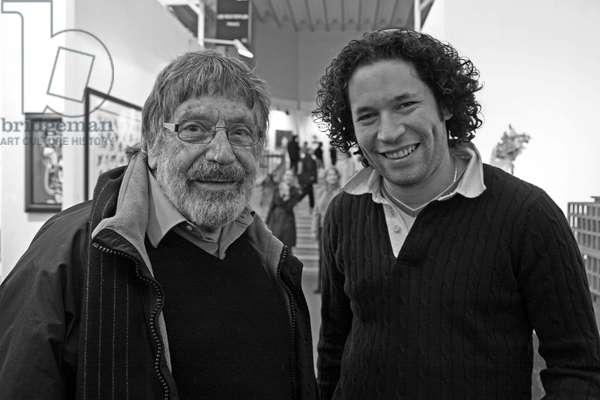 Carlos Cruz-Diez and Gustavo Dudamel, 2009 (b/w photo)