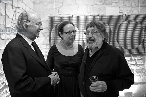 Antonio Asis, Argentine artist, Liliane Zafrani, gallery owner, Carlos Cruz-Diez (Cruz Diez), Venezuelan artist. Opening of the exhibition Antonio Asis. Gallery Meyer Zafra. Paris on 4 June 2009.