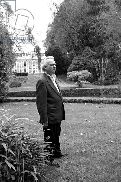 Portrait of Emmanuel, artist of concrete and conceptual art, in the park of the Musee Matisse at the Cateau-Cambresis (Cateau Cambresis) in 2008.