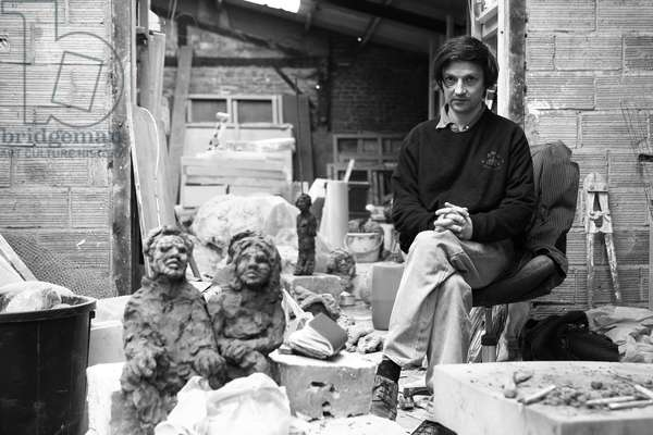 Portrait of Damien Cabanes, painter and sculptor, in his workshop in Montreuil sous Bois in 2007.