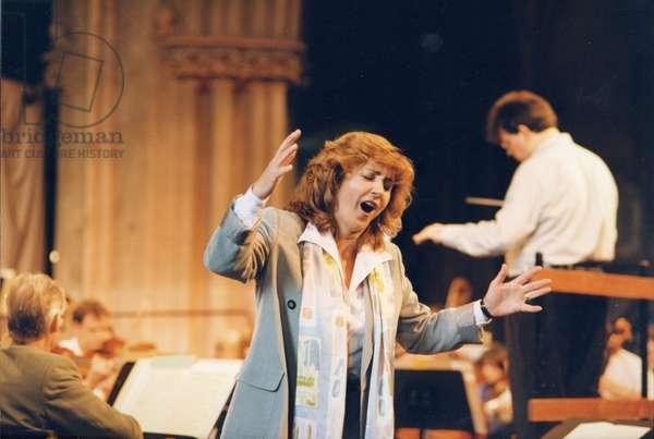 Lesley Garrett singing 1997