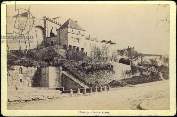 France, Champagne-Ardenne, Haute-Marne (52), Langres: La porte du marche, 1885