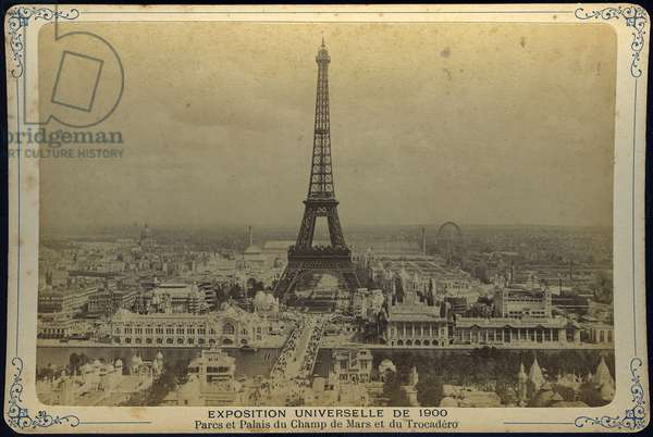 France, Ile-de-France, Paris (75): World exhibition, park and palace of the Champ de Mars and Trocadero with the Eiffel Tower in the foreground, 1900