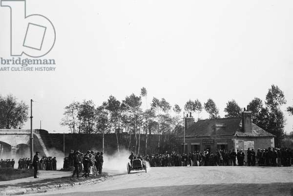 France, Centre, Indre-et-Loire (37), Tours: 31 May 1903, race car, Paris/Madrid, foot of the coast of Avenue Grammont, exit of Tours, 1903 - crew Werner, Mercedes, car n°14