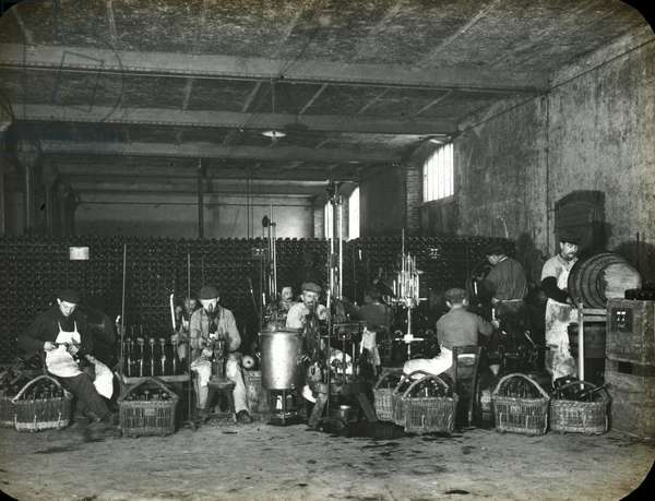 France, Champagne-Ardenne, Marne (51), Reims: Delbeck Champagne manufacturing plant, large construction site, 1890 - photo by Rothier