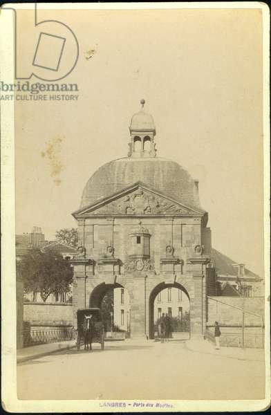 France, Champagne-Ardenne, Haute-Marne (52), Langres: La porte des moulins (1647), 1885