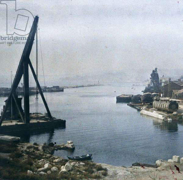 Marseille and its port: Port activity, 1947, Marseille, France - Autochrome anonymous - Private collection