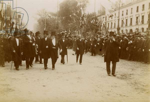 France, Centre, Indre-et-Loire (37), Tours: Walking walk of President Felix Faure, crowd bath, notable, 1895