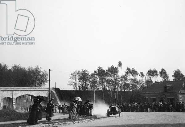 France, Centre, Indre-et-Loire (37), Tours: 31 May 1903, Paris/Madrid car race, foot of the coast of Avenue Grammont, exit of Tours, 1903 - crew Jarrott, car De Dietrich