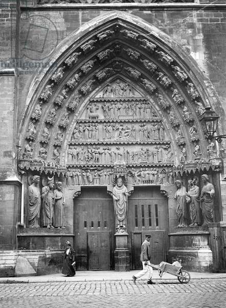 France, Champagne-Ardennes, Marne (51), Reims: October 1899, left side gate of the cathedrale Notre-Dame (Notre Dame)
