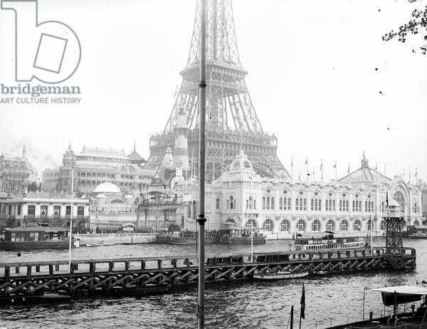 France, Ile-de-France, Paris (75): 29 June 1900, World Exhibition, Champ de Mars, overview of the palace of navigation and commerce with its feet: the Seine with a Norwegian port and fly boat. In the background, the Tour du monde pavilion and the Eiffel Tower, 1900