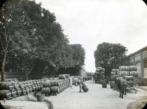 France, Champagne-Ardenne, Marne (51), Reims: Factory of manufacture of Champagne Saint Marceaux and company, depart of the futs for the harvest, 1890 - photo by Rothier