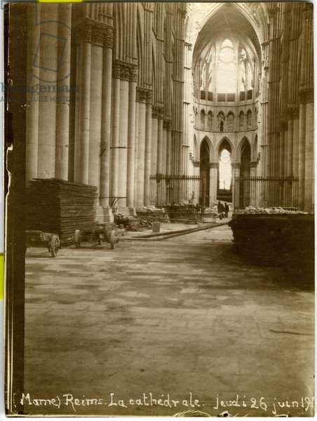 France, Champagne-Ardennes, Marne (51), Reims: interior of the cathedrale in ruins, beginning of restoration, 1919