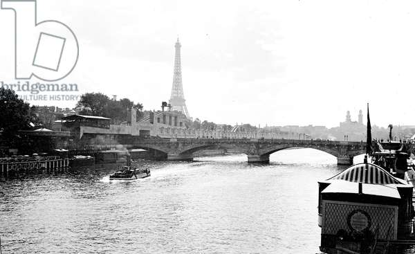 France, Ile-de-France, Paris (75): exhibition of decorative arts, the Seine amenagee with, the Eiffel Tower and the Trocadero, 1925 - the race of Paris