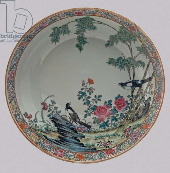 Dish depicting a pair of magpies in a rockery, c.1862-74 (porcelain with enamel overglaze)