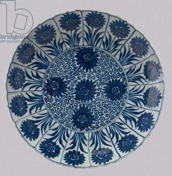 Aster pattern plate, late 17th to early 18th century (porcelain with cobalt blue underglaze)