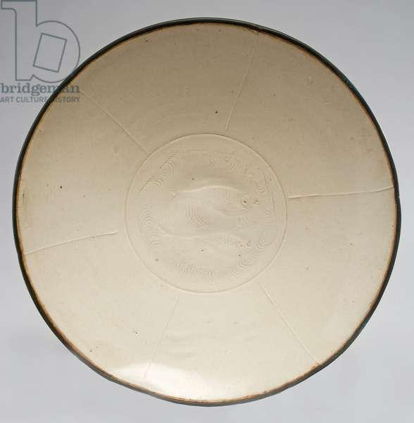 Dish with incised double fish design (glazed porcelain & copper)