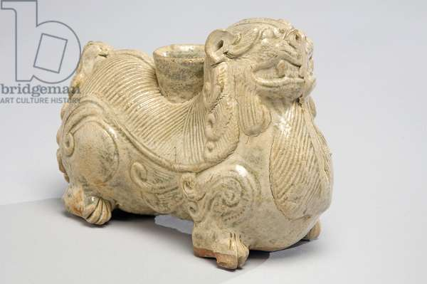 Candle holder in the form of a lion dog (high-fired pottery & glaze)
