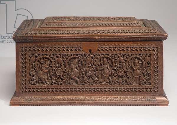 Lidded box (sandalwood)