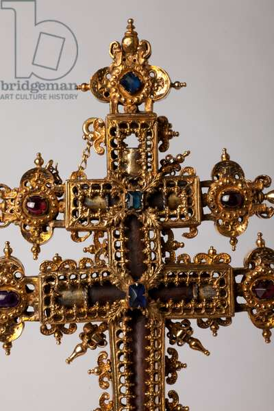 Reliquary cross. Metalsmithing with juwels. Origin abbey (Saint-Amand Tournai, ex-Elnone. 16th century. Detail centre of the cross.