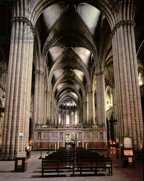 Interior view of the nave, begun 1298 (photo)